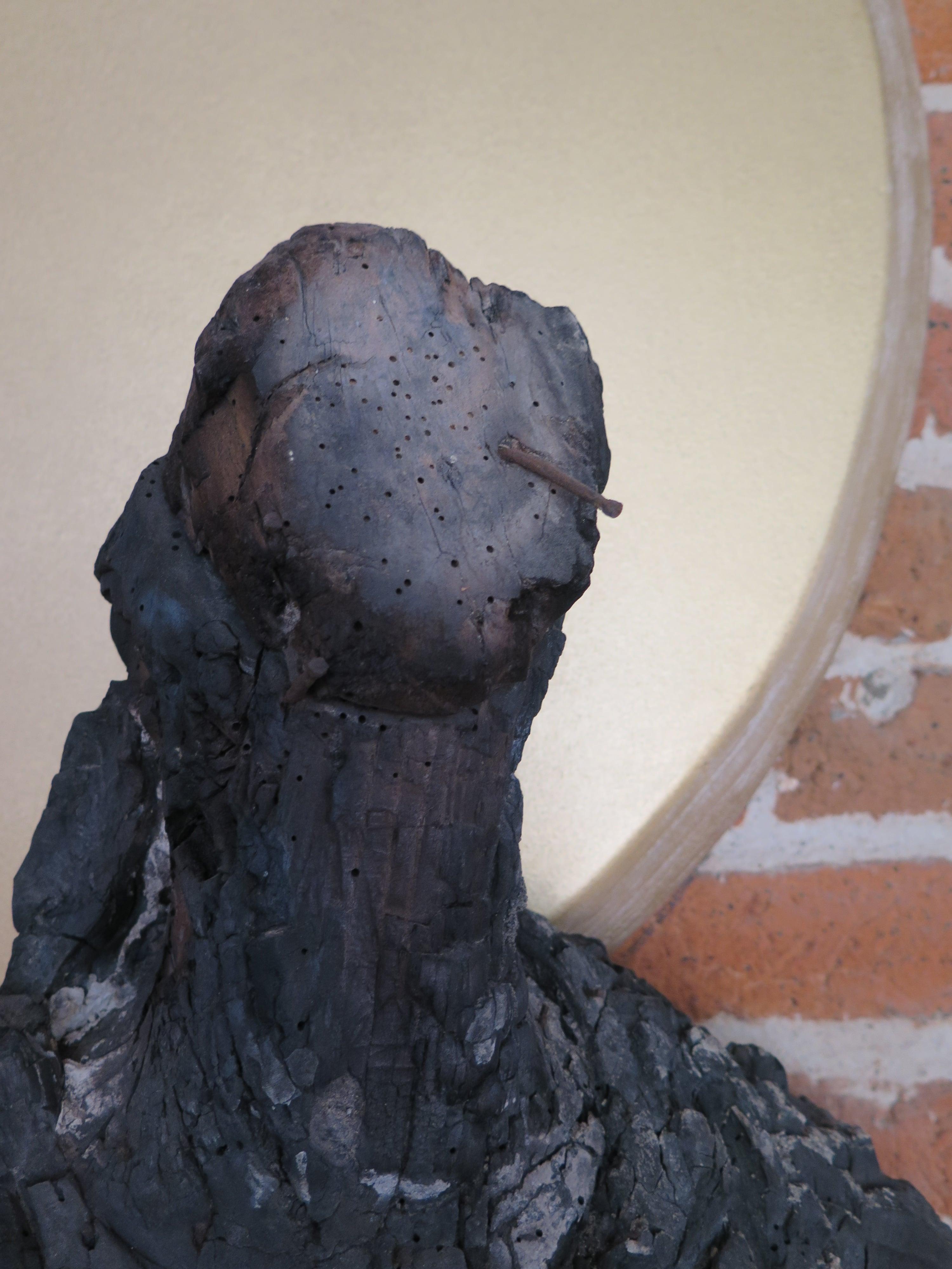 """Détail de """"La dame"""", sculpture calcinée, 2016."""
